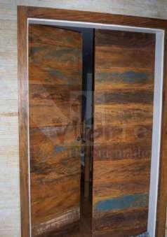 Foto Portas em madeira de demolição