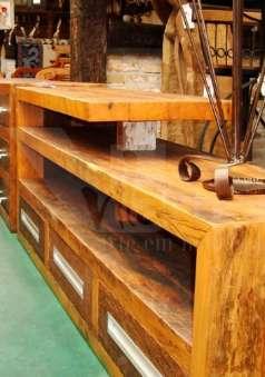 Foto Racks e Home Theaters em madeira de demolição