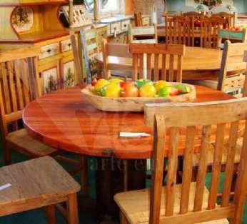 Foto: Mesas em madeira demolição